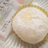 【ローソン新商品ルポ】桃&カスタードが詰まったぷにぷに食感「Uchi Café×八天堂 かすたーどもも大福」