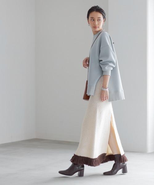 スウェット×ニットスカートの11月コーデ