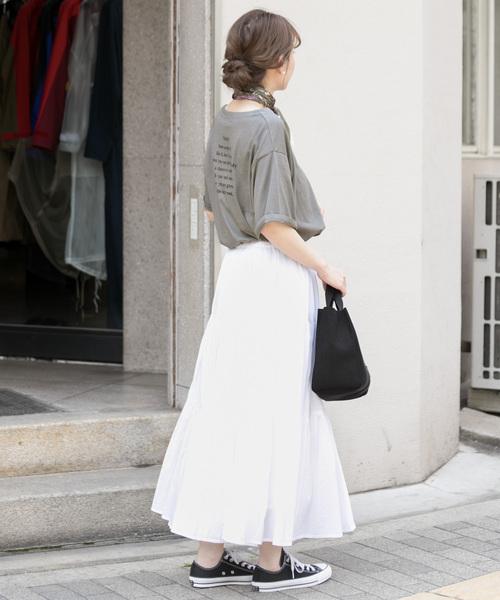 プリントT×白スカート