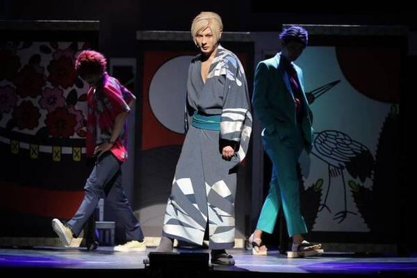 """関連記事 MANKAI STAGE『A3!』~AUTUMN 2020~  """"異邦人""""と""""任侠伝""""を美しく魅せる…!舞台写真をお届け"""