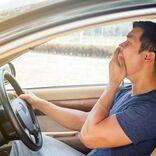 """毎日ダルいのは、運転中の姿勢や通勤靴のせいかも。""""健康残高""""を増やす習慣"""