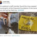 祖母から貰った大切な指輪を失くした少女、作業した畑で9か月後に見つかる(米)<動画あり>