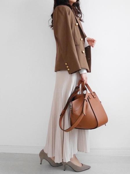 ニットスカートで品のある11月の服装