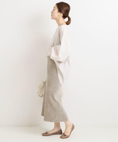 長袖トップス×コーデュロイスカート