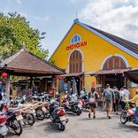 【世界ひとり飯24】ホイアンの市場でコシのある麺とおにぎりスイーツを