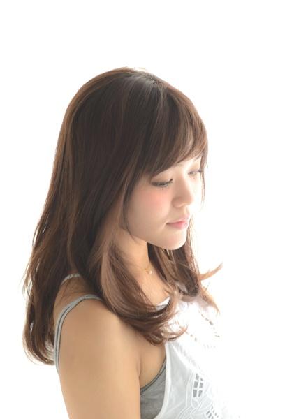ミルクティーベージュの髪型【ミディアム】4
