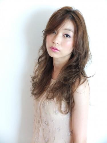 ミルクティーベージュの髪型【ロング・セミロング】7