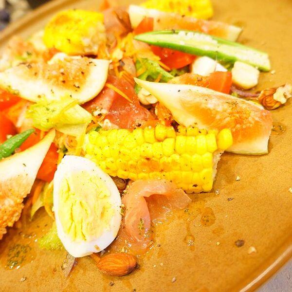 簡単レシピに!いちじくの具沢山サラダ