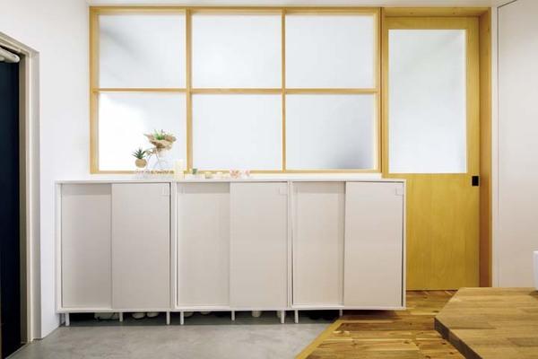 IKEAのシューズキャビネットを3つ並べたエントランス