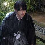 横浜流星、雨の中で土下座…『私たちはどうかしている』今夜開始