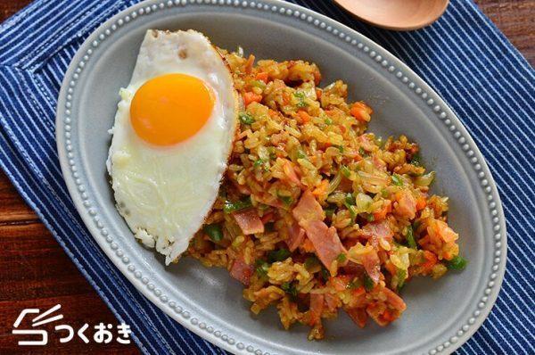 簡単なエスニックレシピ!カレー炒めご飯