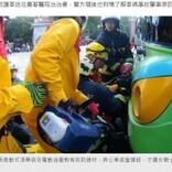 バイクごとバスに衝突した女性、フロントボディに両脚が突き刺さる(台湾)