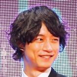 """坂口健太郎の""""指輪パッカーン""""ショットに「それください」と反響 「金髪が一番似合う」の声も"""