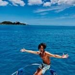 諸星和己、50歳誕生日はハワイで「こんなにも孤独とは…」 青い海をバックにヨガ姿も公開