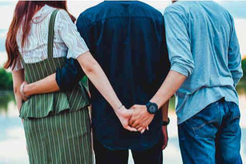 幸せになれなかった妻…思わず超歳下の男性に恋心を抱いてしまった結果。