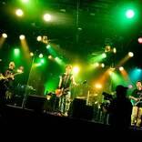 AKi、ツアー初日にしてファイナルとなる生配信ライブで15曲を披露