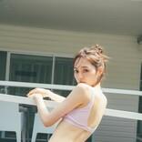 乃木坂46・梅澤美波、くびれが美しい水着姿を初披露 1st写真集「夢の近く」先行カット