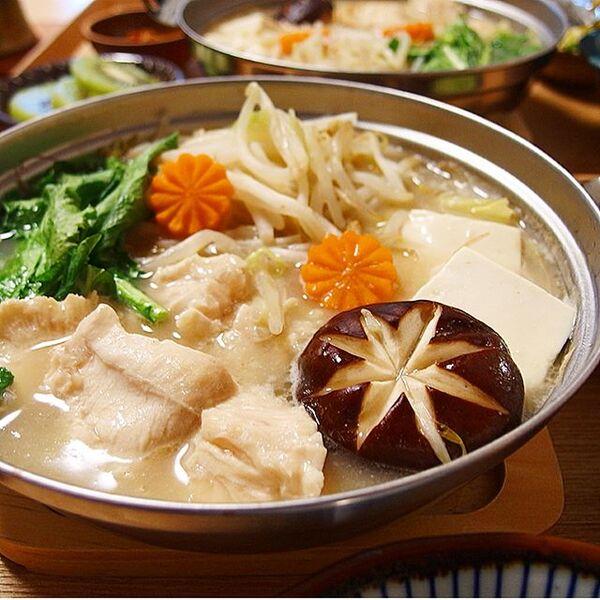 秋の簡単肉料理に!鶏むね肉ともやし白湯鍋