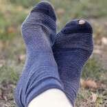 靴下に穴が空いていて… 見えない部分のおしゃれに手を抜いて失敗した体験談