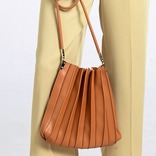 2020年はプリーツバッグがトレンド!流行りの人気ブランド&商品をご紹介♪