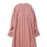 かわいいイメージを塗りかえる「ダスティピンクのシャツワンピ」の着まわし力