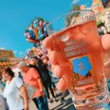 世界最大級のワインとソーセージの祭り、ドイツの「ヴルストマルクト」