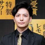 生田斗真、結婚後初の公の場 愛犬トークで笑み