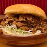 【コメ牛】牛丼屋への挑戦状!? コメダで牛カルビ3倍「肉だくだく」ハンバーガー新発売! テイクアウトもOK