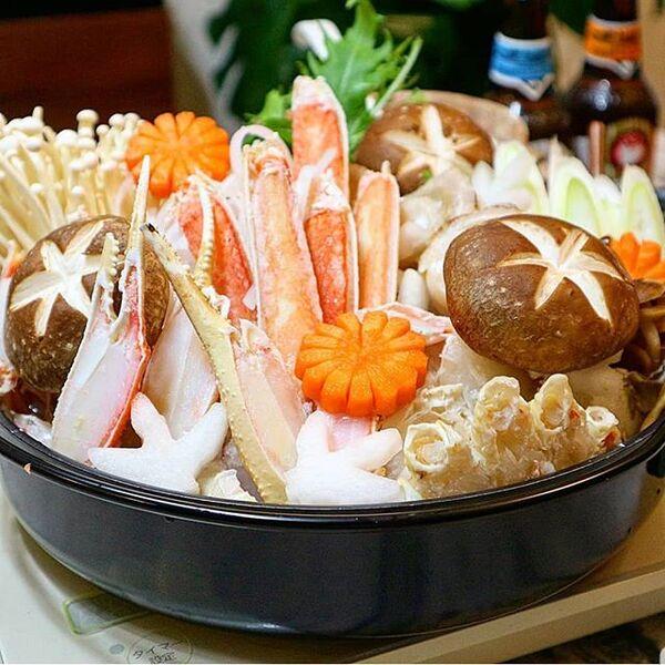 定番の美味しい具材で!人気のカニすき鍋