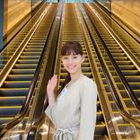 新木優子オフショット、エスカレーターさえもオシャレ!?