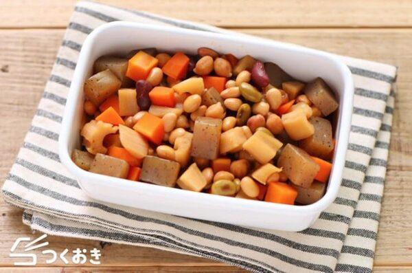 こんにゃくと豆と根菜の煮物