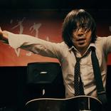"""宮本浩次が""""作業場""""を縦横無尽に動き、歌う! シングル「P.S. I love you」初回限定盤DVDより「ハレルヤ」の映像を公開"""