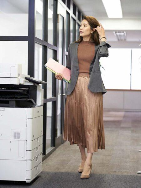 営業の女性に合う服装《スカート》4