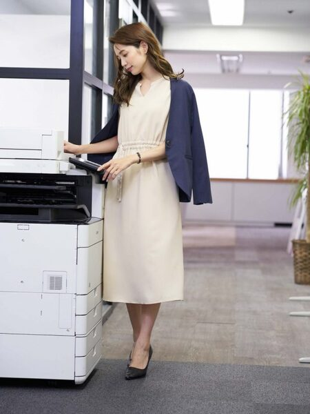 営業の女性に合う服装《ワンピ》