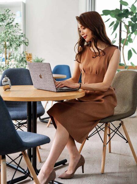 営業の女性に合う服装《ワンピ》4