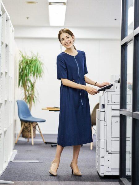 営業の女性に合う服装《ワンピ》6