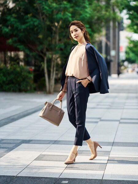 営業の女性に合う服装《パンツ》3