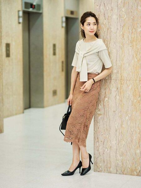 営業の女性に合う服装《スカート》