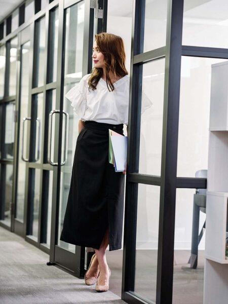営業の女性に合う服装《スカート》2