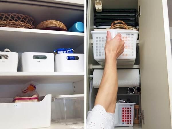 使う頻度の低いモノ、重たくないモノは上の棚へ。ハンドルの付いたカゴを使うと取り出しやい