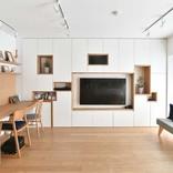 壁一面の美しいシェルフで、スッキリ&広々暮らせる家にリノベ
