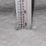 気温33℃から一転、2℃…!? 猛暑日から一夜明け、雪が降り積もる