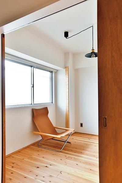 シンプルな仕上げの寝室
