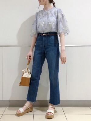 インディゴブルーのジーンズのコーデ 出典:WEAR
