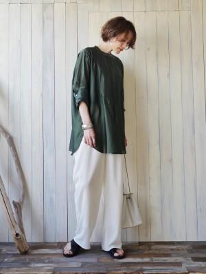 ウルトラマリングリーンのドレスシャツ 出典:WEAR