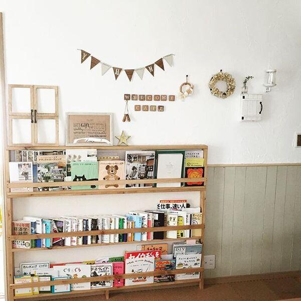 木製の棚を使った絵本収納