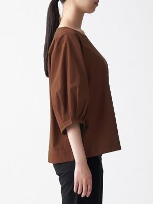 立体的なデザインと5分袖でおしゃれ感もありつつ、二の腕カバーも叶います
