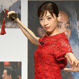 明日海りお、『ムーラン』は「今の時代にぴったり」 鮮やかな赤いドレス姿でイベントに登場