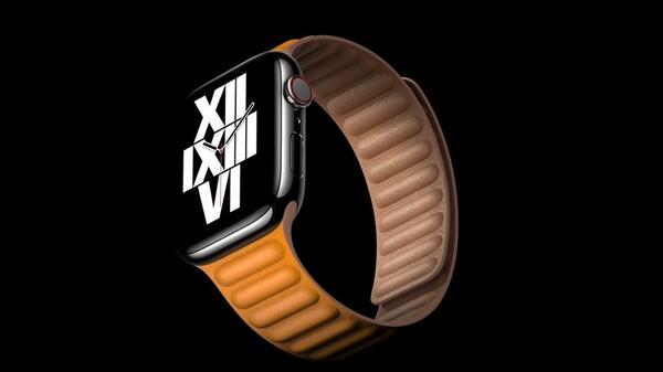 レザーループを装着したApple Watch Series 6の画像