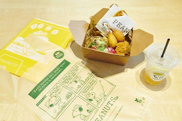 TAKEOUT MENU ピーナッツ・ギャング ピクニックボックス(ピクニックボックス+ドリンク+レジャーシート) ¥2,200(税抜)